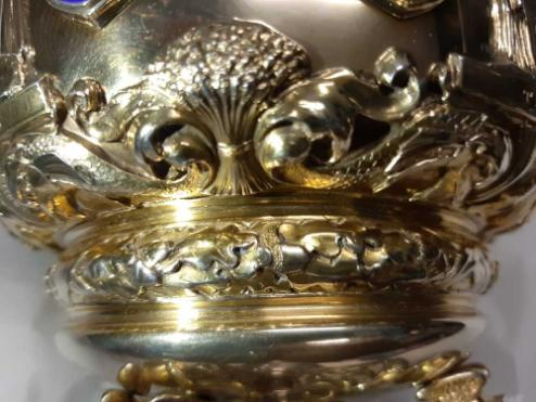 Wheat, fish acorns and oak leaves embellished around the base of the head of the mace