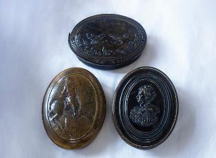 Three other snuff boxes by Obrisset at VG&M that depict two cockerels fighting, Queen Anne and a Man on horseback