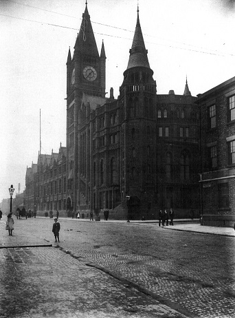 Exterior shot of Victoria Building circa 1907 on Brownlow Hill