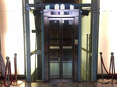 The VG&M glass lift